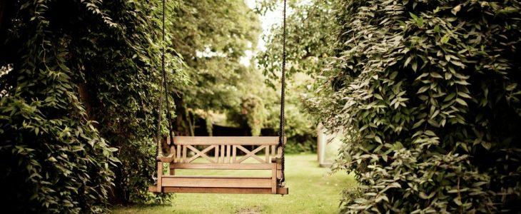 Skab en eventyrlig have med et spejlbassin